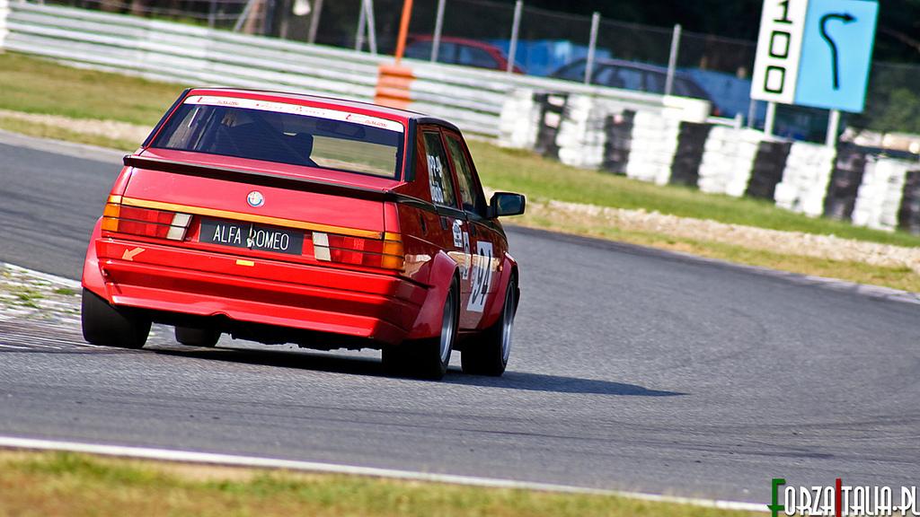 Alfa Romeo 75 na Torze Poznań